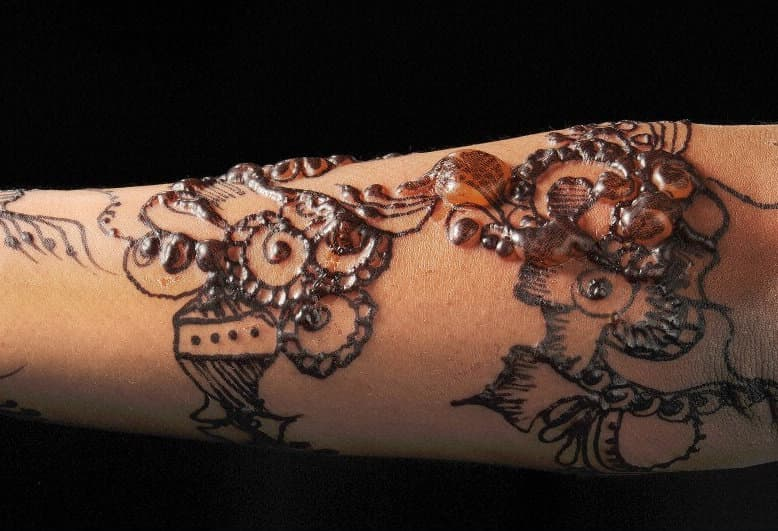 Mehndi Tattoo Images For Boy : Warning the rise in black henna tattoos causing pain and scarring